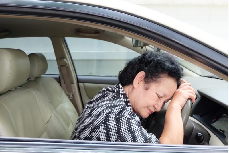 elder sleeps in car